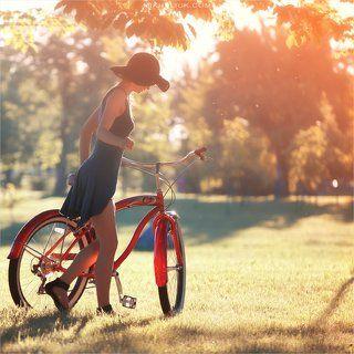 Девушка с велосипедом *